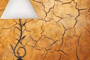 Кракелюр стильно потрескает стену